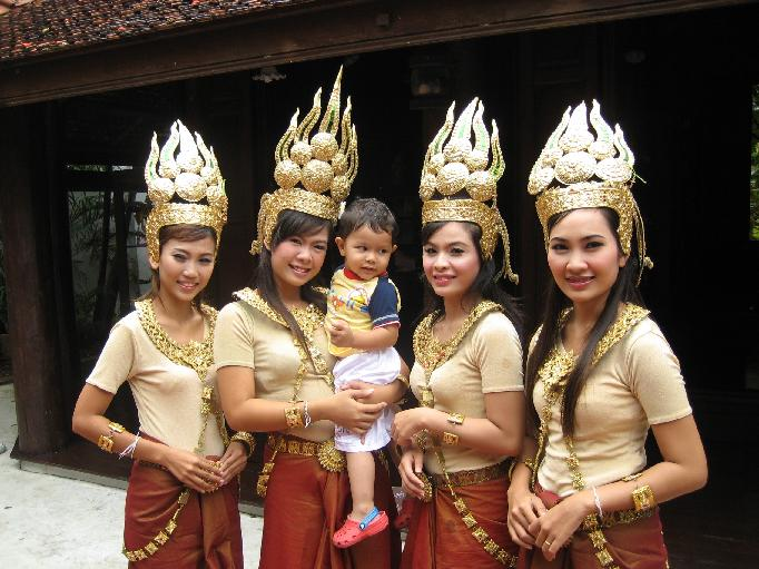 Yaseen and Beautiful Thai dancers